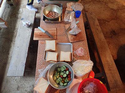 サンドイッチ&おにぎり調理風景