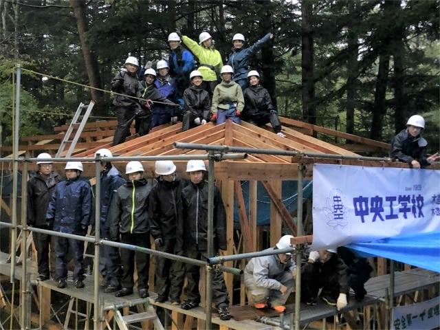 木造建築科における企業との連携授業「木造建方実習」