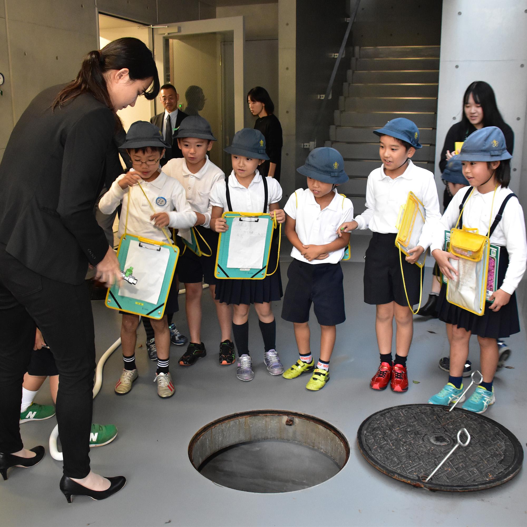 王子第二小学校の児童が中央工学校の見学にやってきました!
